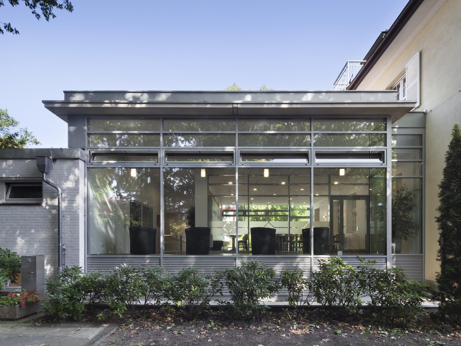 anbau haus glas haus anbau als schwimmbad mit design lupe huser mit viel glas anbau haus. Black Bedroom Furniture Sets. Home Design Ideas